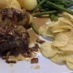 Bøf med bløde løg og kartofler