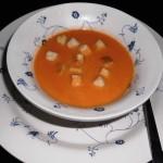 Karrysuppe med kylling i suppetallerken