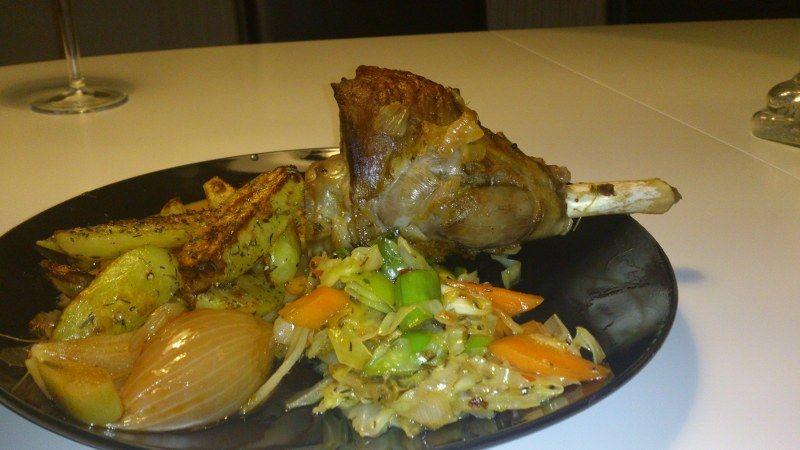 Lammeskank braiseret, rosmarin kartofler og dampkogte urter - Min Madopskrift