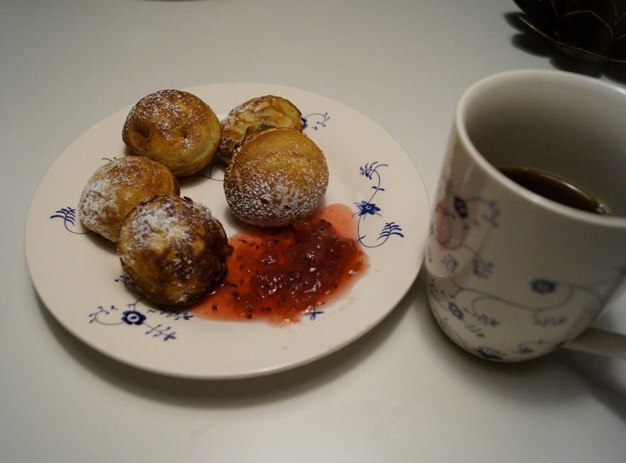 Æbleskiver og kaffe