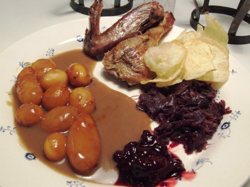 Andesteg med brunede kartofler