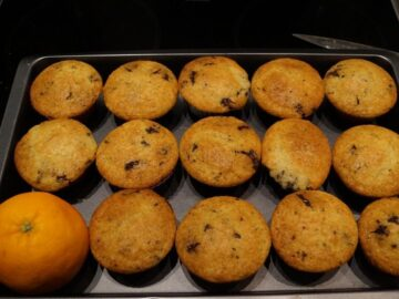 Appelsin muffins med appelsin og chokolade