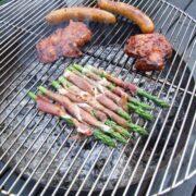 Asparges med serranoskinke på grill