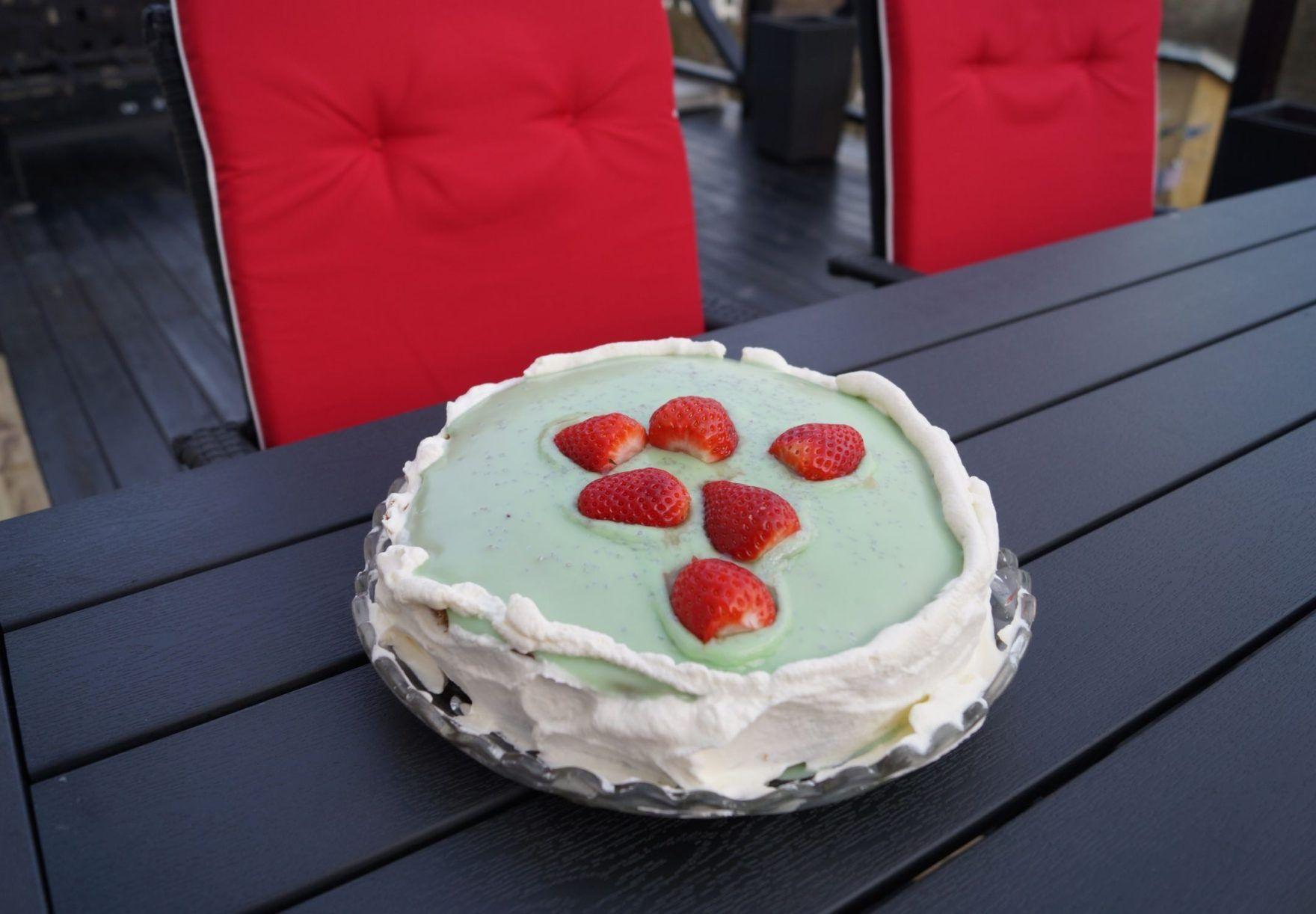 Avocadolagkage med friske jordbær