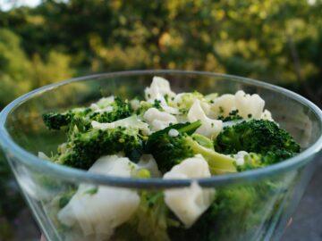 Blomkålssalat og broccolisalat