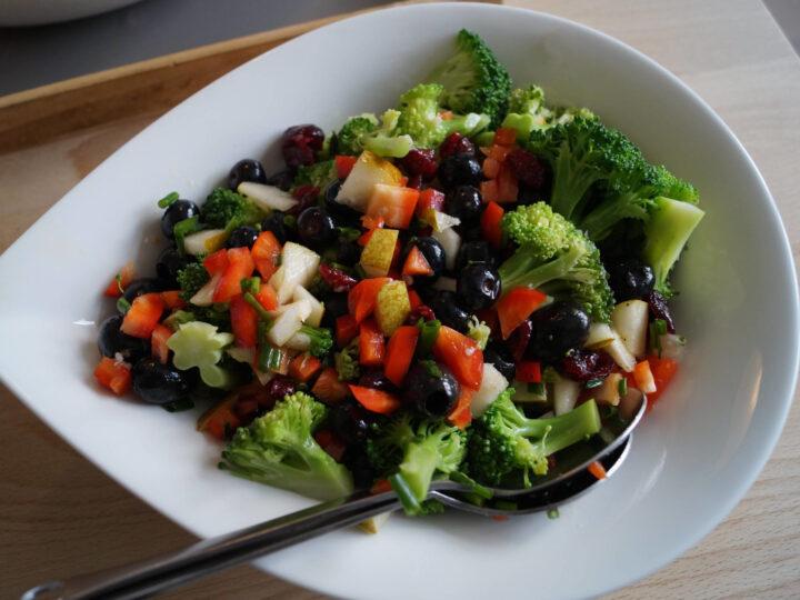 Broccolisalat med oliven