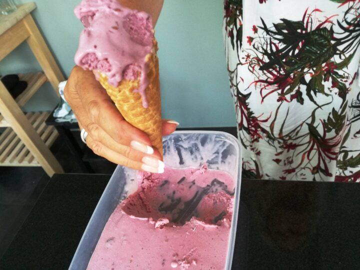 Brombær is i vaffel