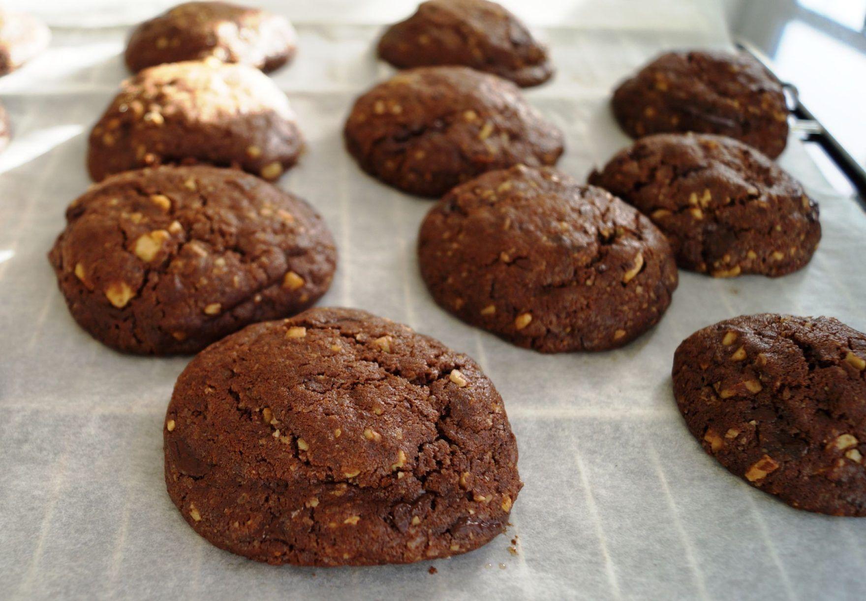Chokolade cookies med valnødder