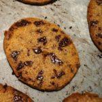 Chokolade cookies på bageplade