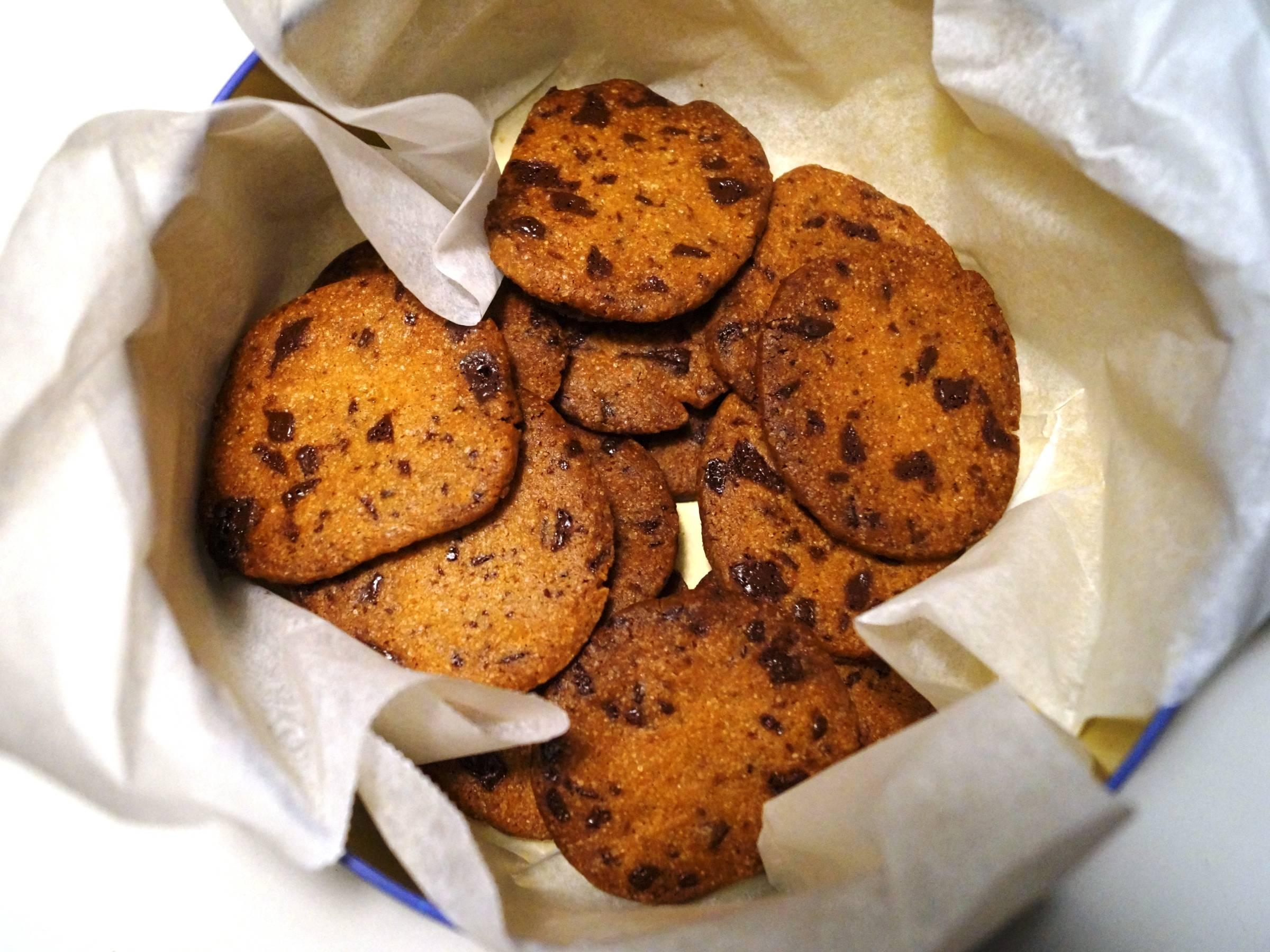 Cookies med chokolade i kagedåse