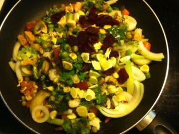 Efterårspande med grøntsager og torskerogn