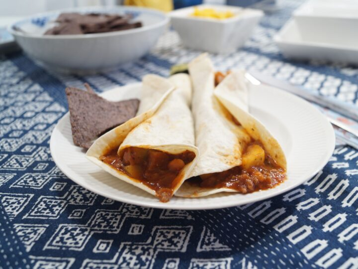 Enchiladas med oksekød i hvedetortillas