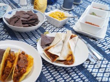 Enchiladas med oksekød i hvedetortillas og majs tacoskaller