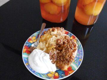 Ferskenkage med sirup topping