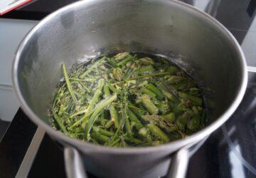 Friske grønne asparges til aspargessuppe