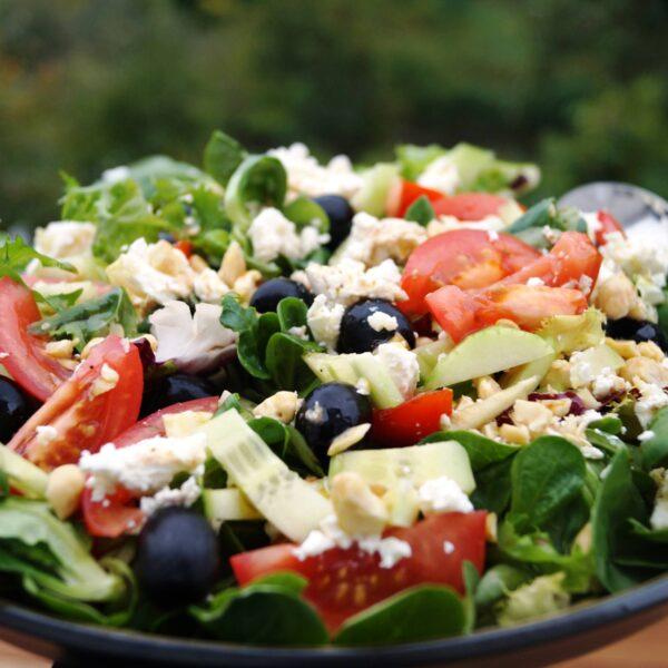 Græsk salat med feldsalat