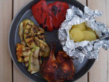 Grillet kylling med grillede kartofler i folie
