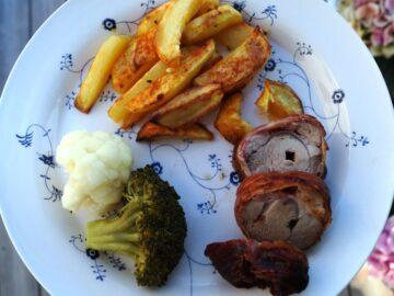 Grillet svinemørbrad med dampet broccoli og ovnkartofler