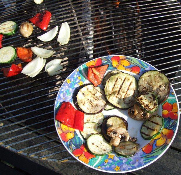 Grøntsager grillet på bonfire