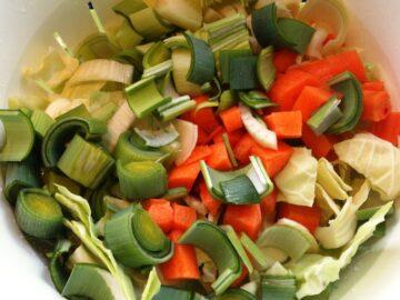 Grøntsager til kyllingefond og hønsefond