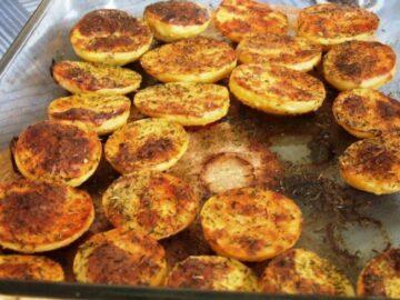 Halverede bagte kartofler