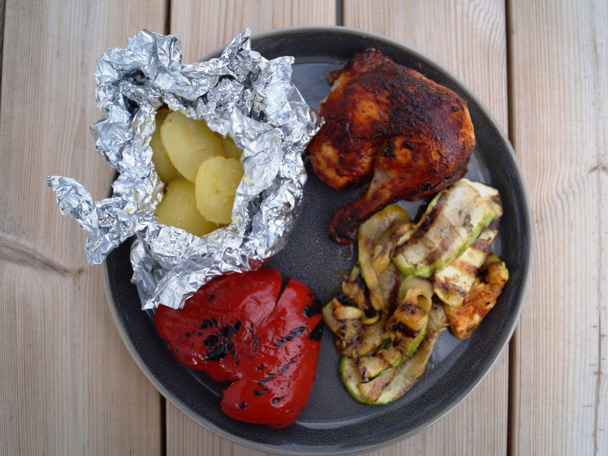 Hel kylling med grillede grøntsager