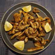 Hornfisk pommesfrites på tallerken