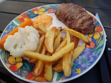 Hurtig pommes frites i ovn