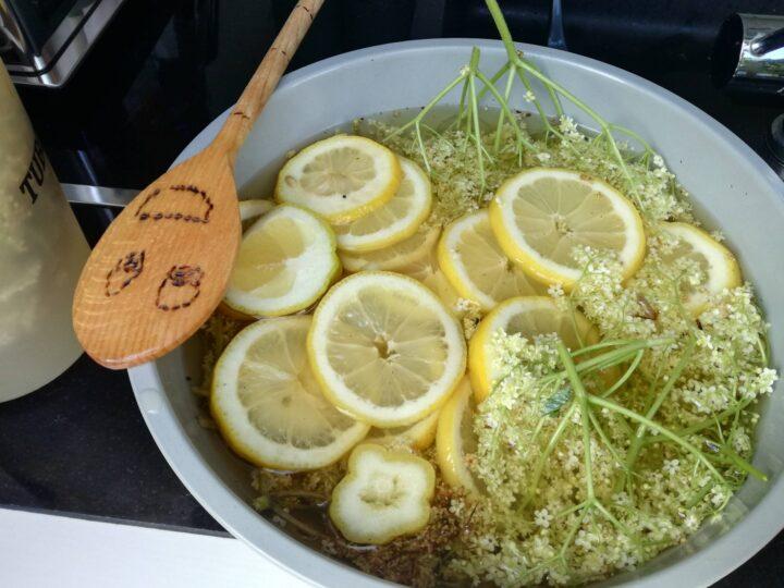 Hyldeblomst og citron