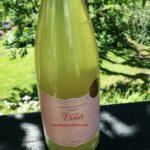 Hyldeblomstsaft i vinflaske