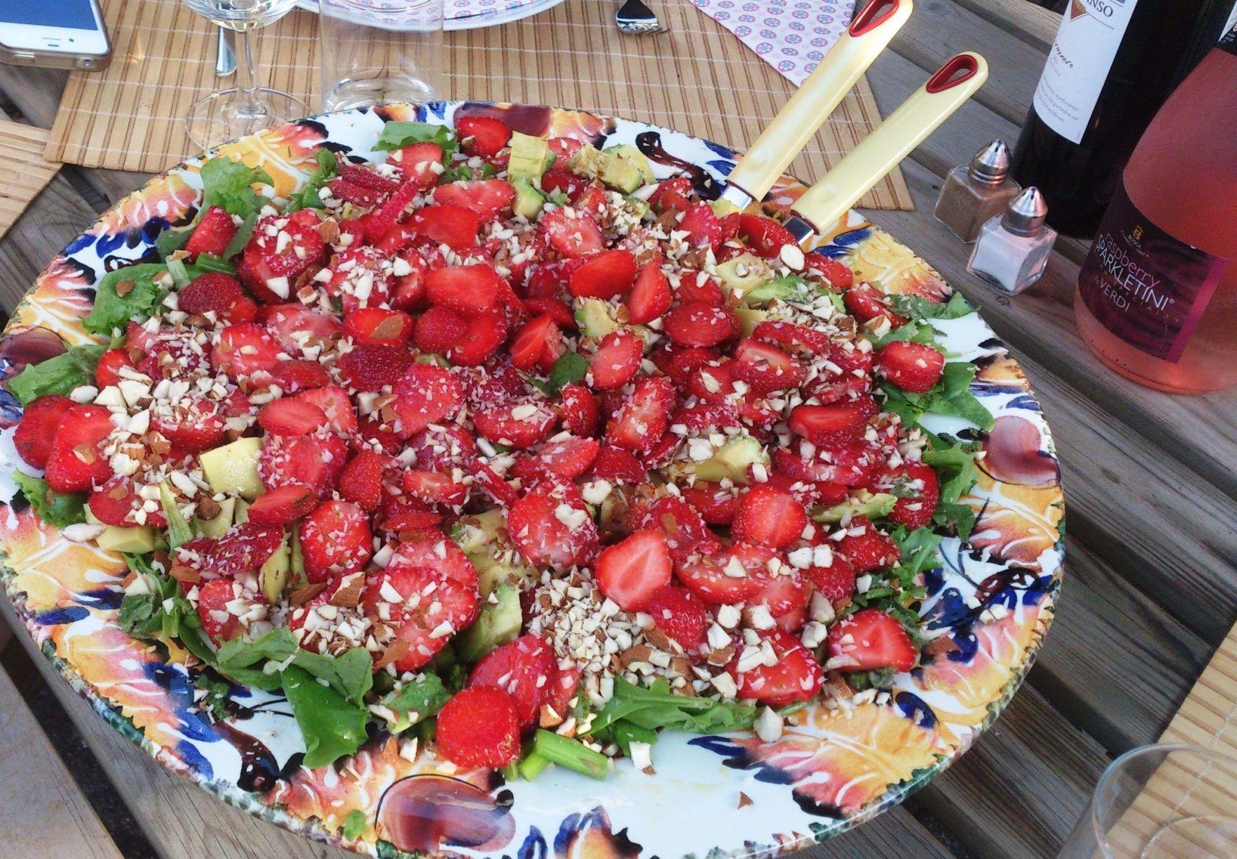Jordbærsalat med friske asparges og spinat