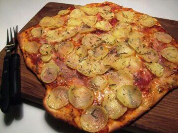 Kartoffelpizza med serrano skinke