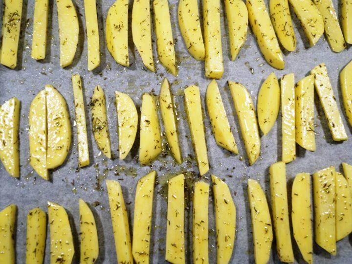 Kartofler skåret til friter