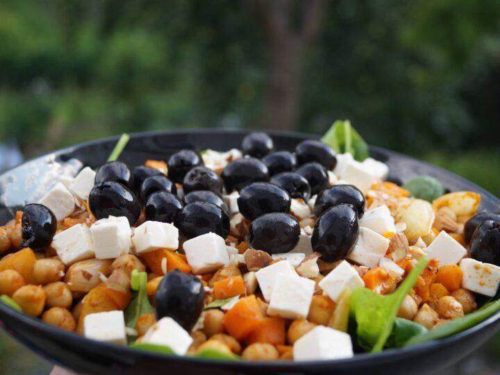 Kikærtesalat med oliven