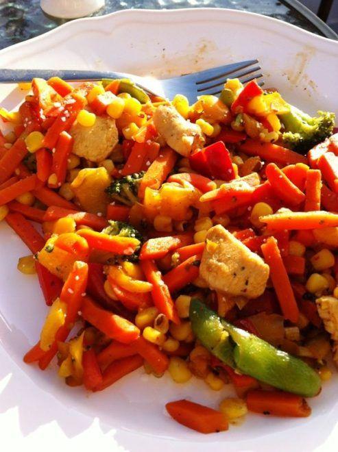 Kød og grøntsager stegt i wok