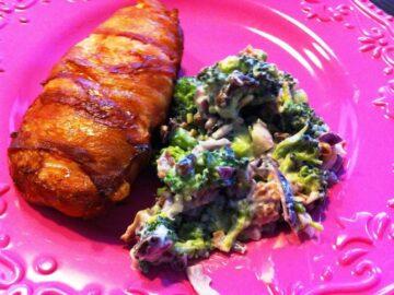 Kylling med bacon og broccolisalat