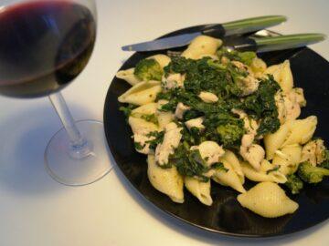 Kylling, pasta og spinat