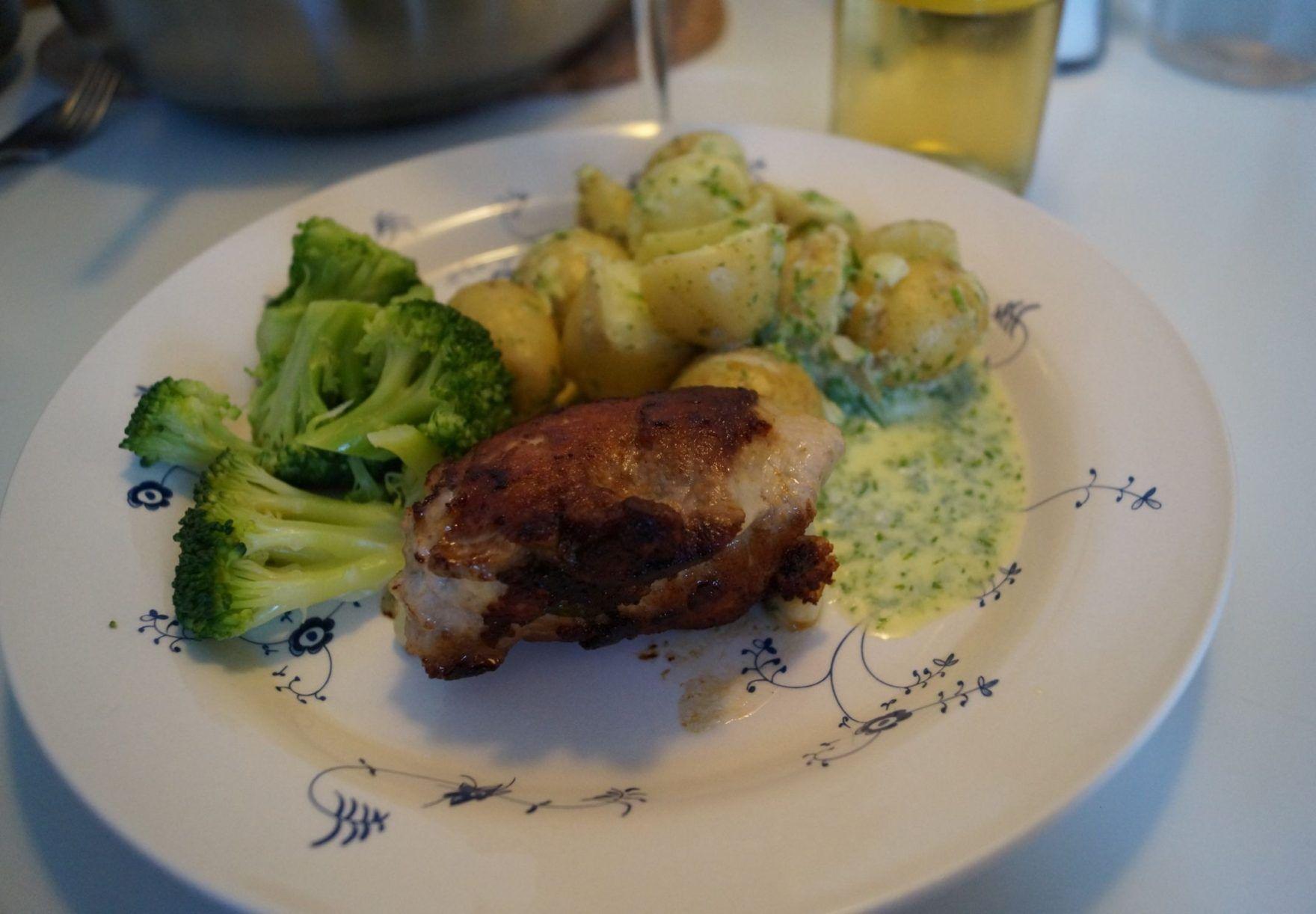 Kyllingeruller med lun kartoffelsalat