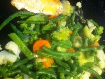 Laks og grøntsager