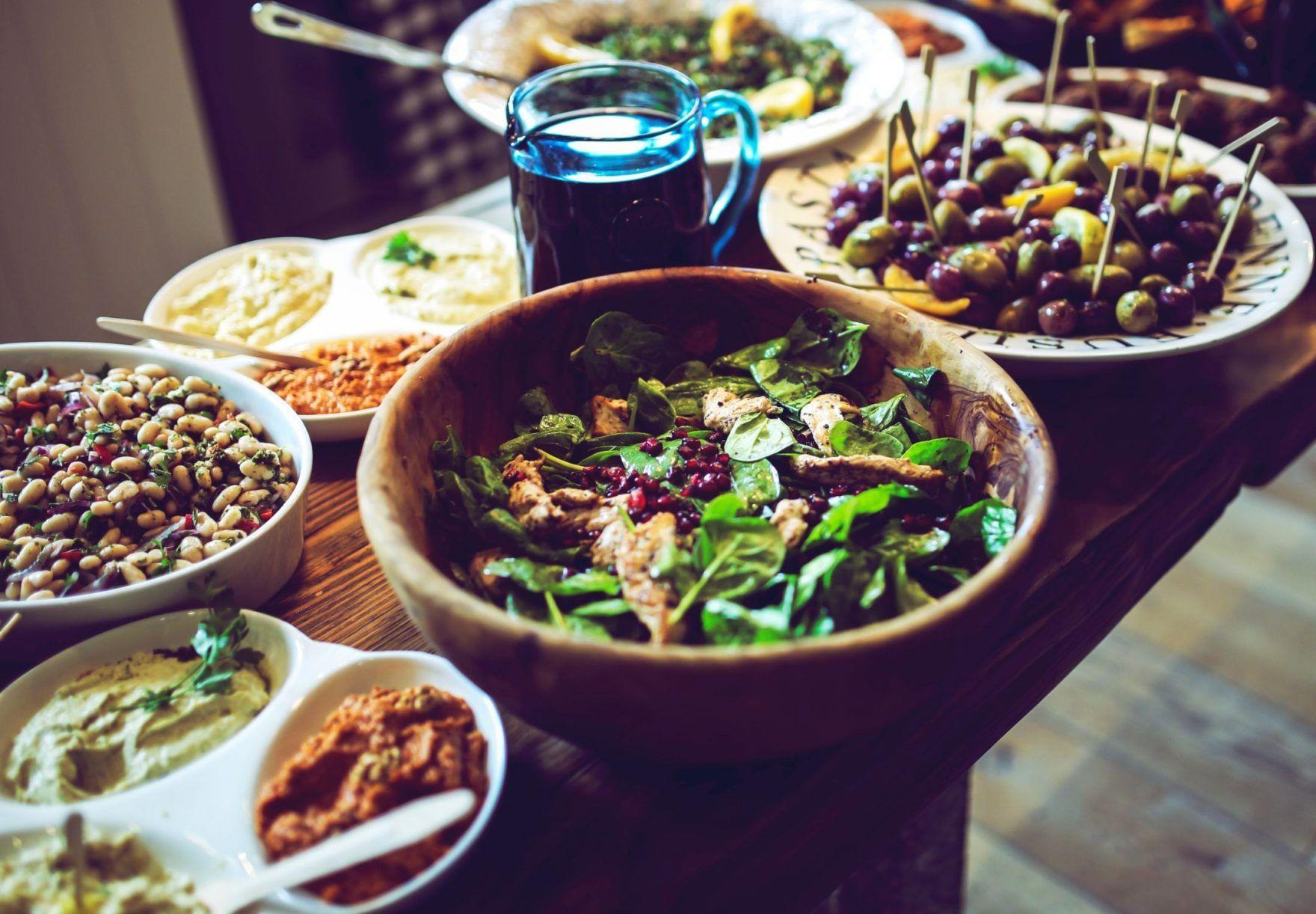 Oliventapenade og retter med oliven