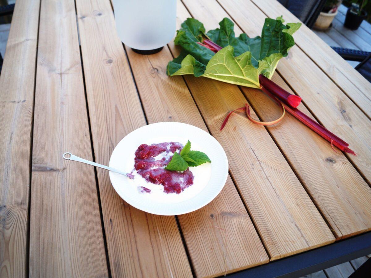 Rabarbergrød lavet af jordbærrabarberRabarbergrød lavet af jordbærrabarber