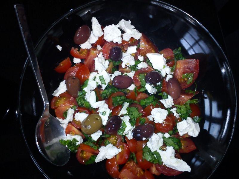 Salat med feta og oliven