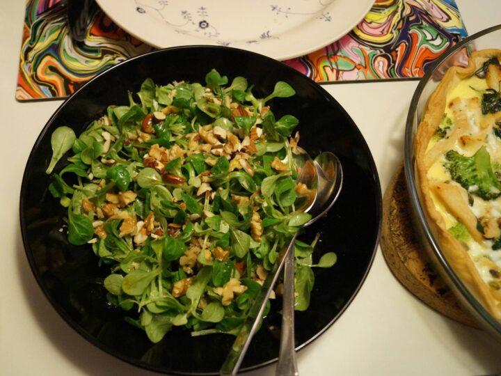 Salat med nøddemarinade