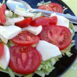 Salat med tomat og Mozzarella