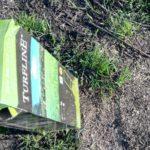 Turfline græsfrø rives ned i jorden