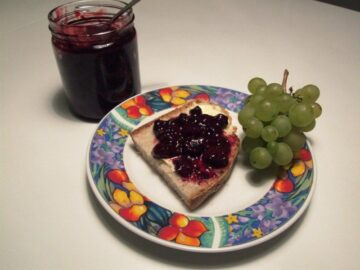 Vindrue-brombærmarmelade