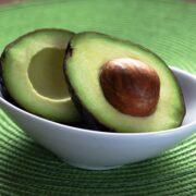 avocado skåret midt igennem