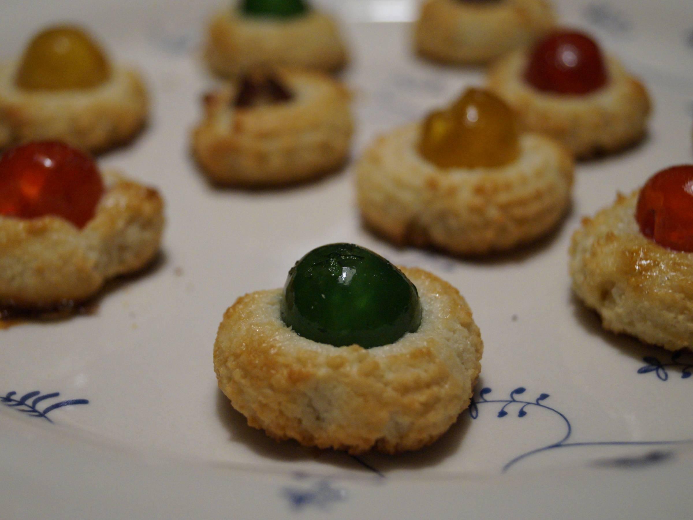 Kransekagekonfekt med grønt cocktailbær