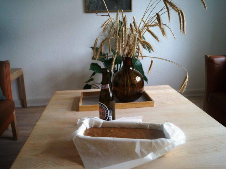 ølkage fyldt i sandkageform